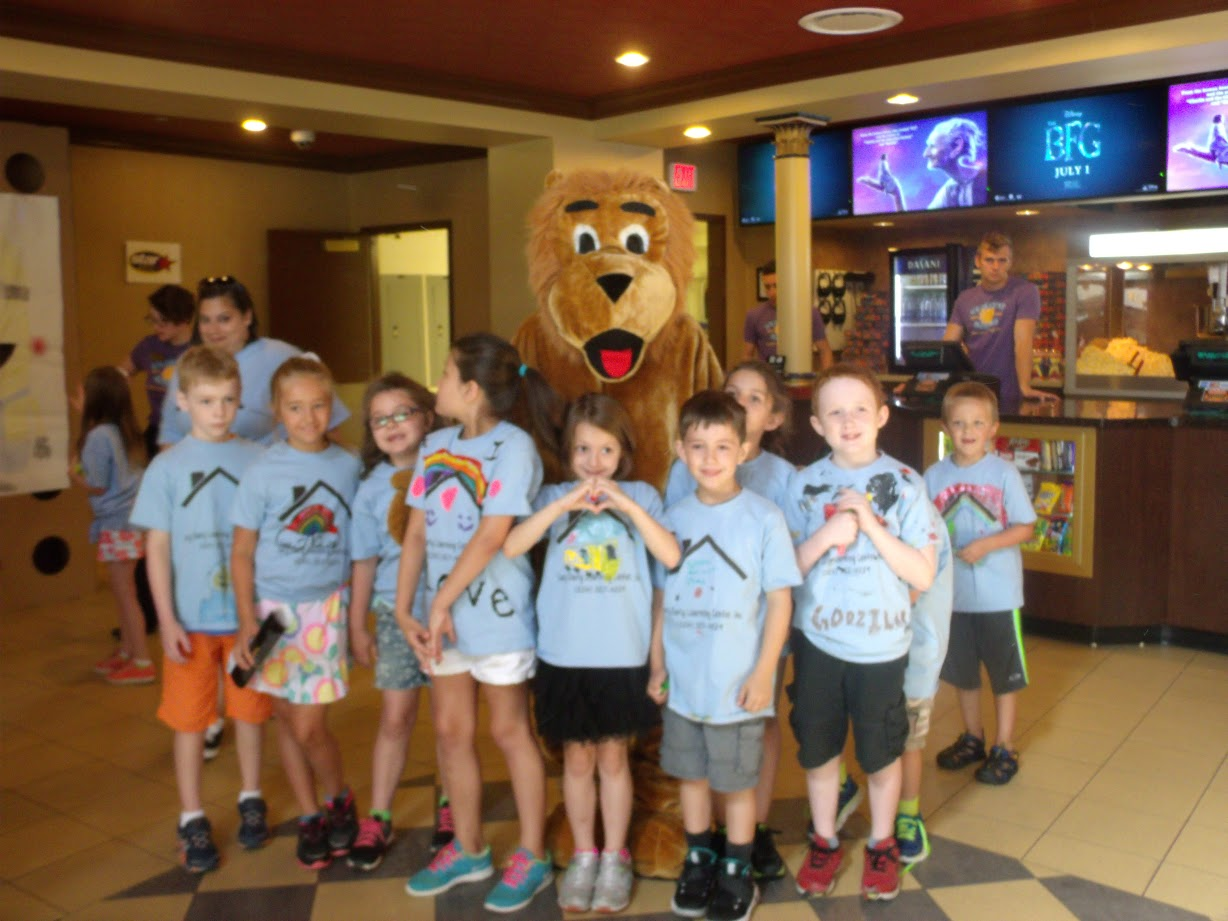 WMMS Group with Lion